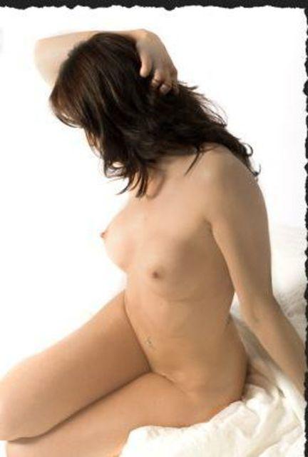 LindaHOT - Sexy Hausfrau mit großen Titten!