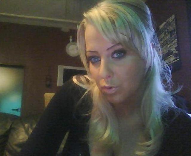 FeschesKatzerl - Blond und grosse Brust, aber derzeit sexuell nicht wirklich ausgelastet.