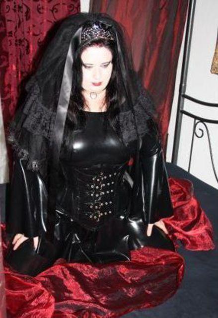 GothicKatzi - Bisexuelle Gothic Queen will es wissen!